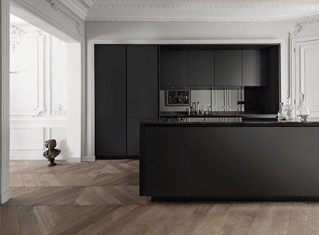 Let's throw it back to black! Wished black Friday could last forever  What about a kitchen that lasts forever?? Interested?? Contact us, we'll help you out with every single step! www.belleaux.be @siematic_kitchen #interior #interiors #interiordesign #interiordecor #interiorstyle #interiorinspiration #kitchen #kitchendesign #blackandwhitephoto #blackandwhite #architecture #architecturedesign #modernhome #modernkitchen #timelessdesign #parisian #parisianstyle #oakflooring #contactus #tbt #wecreateyourdream #belleaux #belleauxinteriors